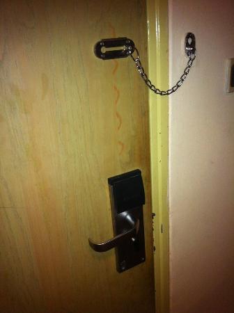 Movenpick Hotel Mansour Eddahbi Marrakech: porte vétuste