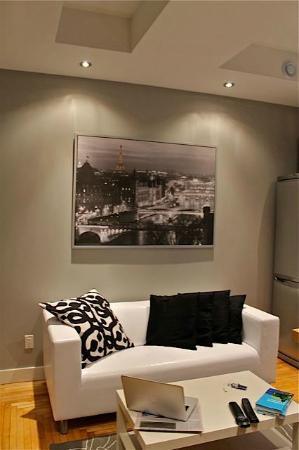 Bower Hotel + Suites : Living room