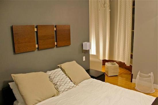 Bower Hotel + Suites : Bedroom with Washer & Dryer