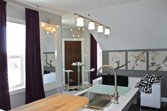Bower Hotel + Suites : Apt Upstairs
