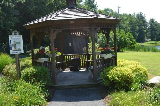 Lake George RV Park: Gazebo