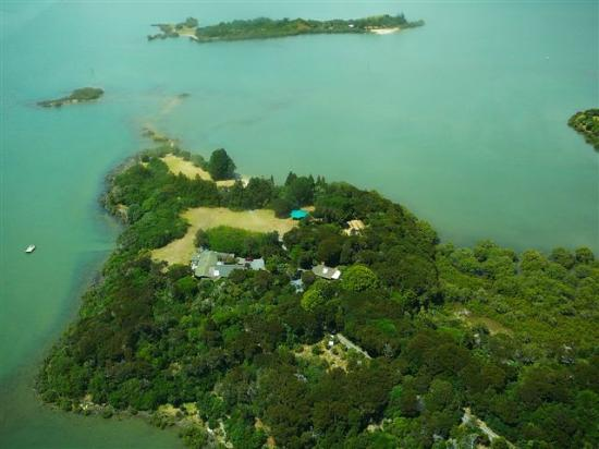 Aroha Island Ecocentre: Aerial view of Aroha Island