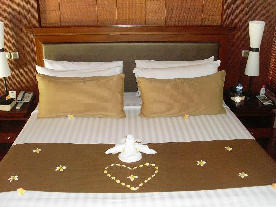 Villa Mahapala: decorated bed!