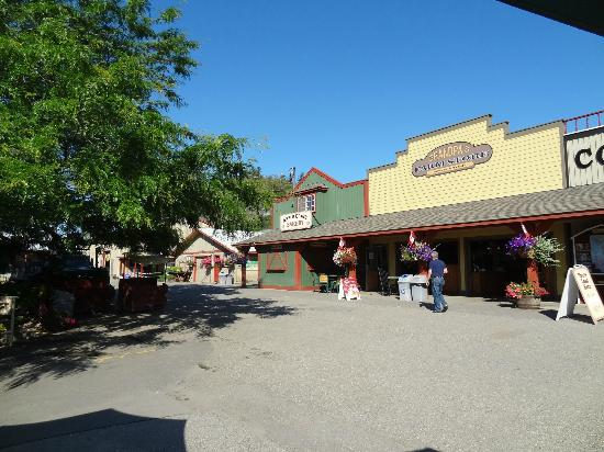 Davison Orchards Country Village : Shops & Bakery - Davison Orchards