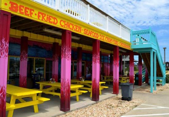 Sooey's BBQ: Front of restaurant in Nags Head