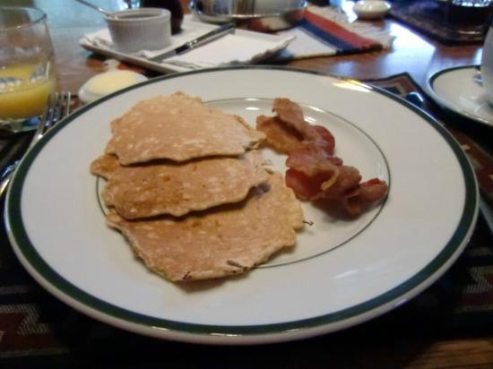 Laurel Lodge: Oatmeal pancakes and (locally sourced) bacon