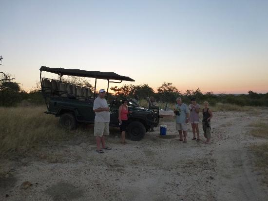 Ezulwini Game Lodges: Sundowners in the bush at Billy's