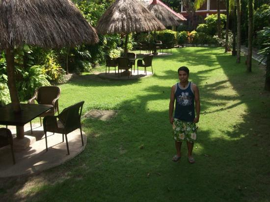 Tonglen Beach Resort: Nipa Huts