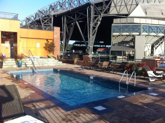 Silver Cloud Hotel - Seattle Stadium: outdoor pool