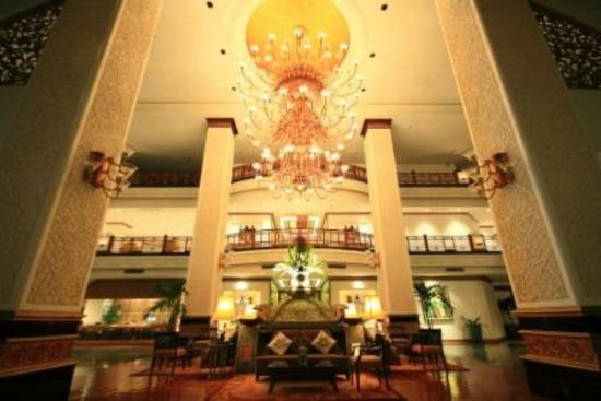 Royal Cliff Grand Hotel: Grand Hotel Lobby