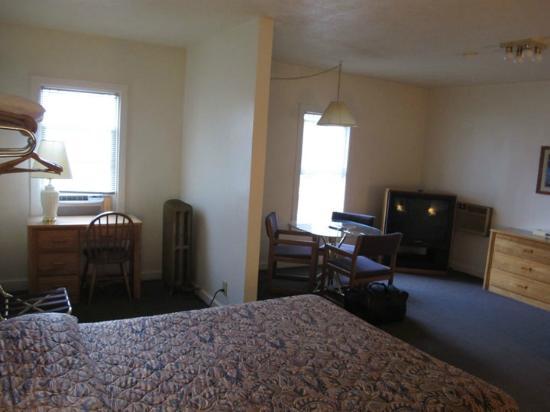 Carlton Hotel: Room 118