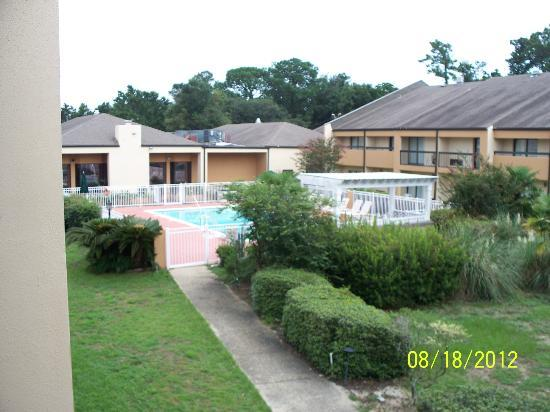 Quality Inn & Suites Pensacola Bayview: Pool area