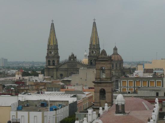 Dali Plaza Hotel: La Catedral de Guadalajara vista desde mi habitación