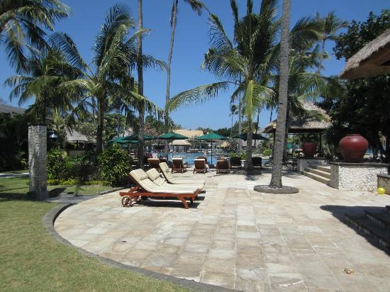 The Patra Bali Resort & Villas: Pool areas near beach