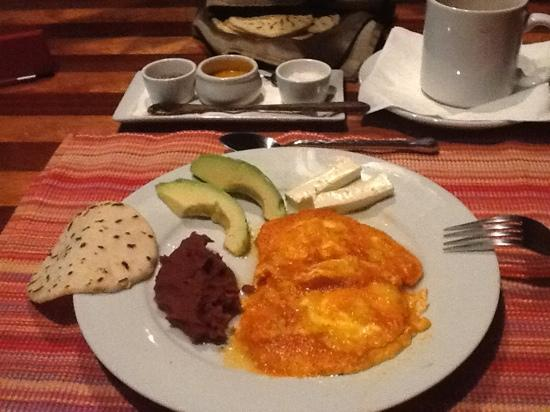 Las Cascadas Lodge: Honduras breakfast! feast to your taste buds!