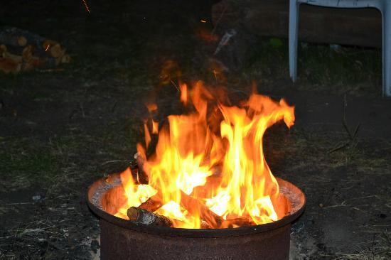 Park Lane Resort & Motel : Nightly campfires~~