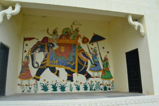 Shiv Niwas Palace: Lawn area