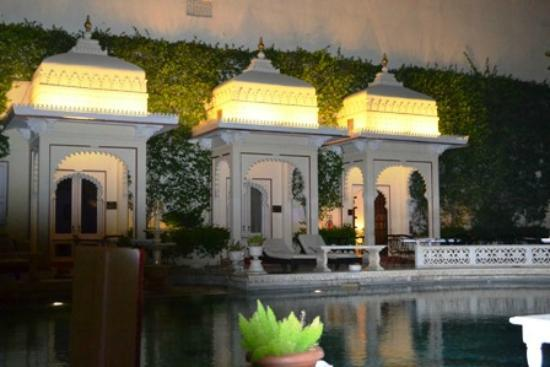 Shiv Niwas Palace: pool side area