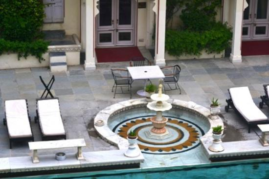 Shiv Niwas Palace: Pool side