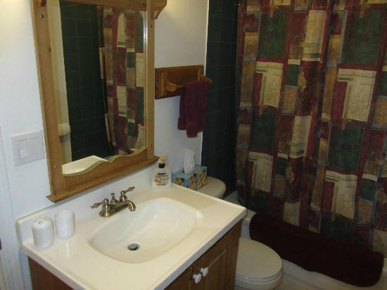 Cottage Bed & Breakfast: Bathroom