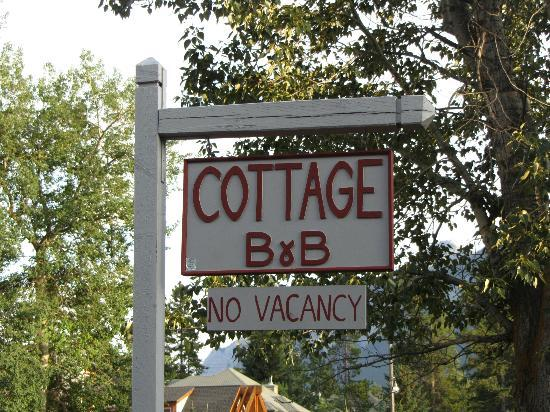‪‪Cottage Bed & Breakfast‬: Sign Out Back‬