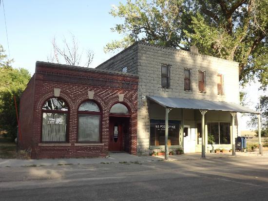 Wood Lake, NE: City hall and post office