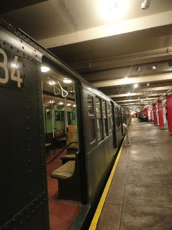 New York Transit Museum: Old Subway cars