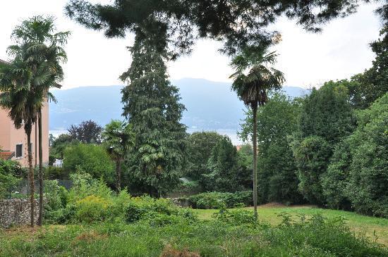 Ostello di Verbania: Vue sur le parc et le lac