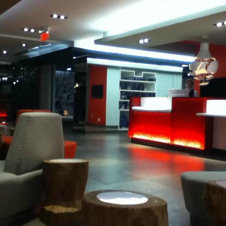 Novotel Montreal Center: lobby area