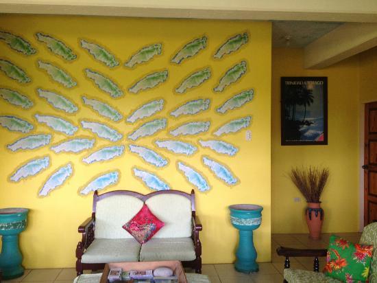 Harris Jungle House: Living/Common Area