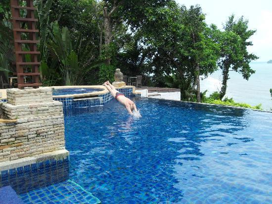Koh Chang Cliff Beach Resort: бассейн