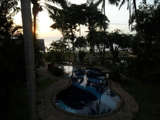 Koh Chang Cliff Beach Resort: вид с балкона