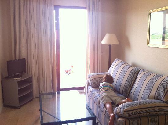 Apartamentos Manilva Green: sofa cama y salón