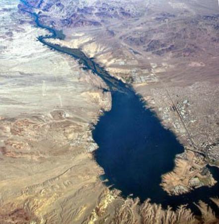 London Bridge Resort : An aerial shot of Lake Havasu showing both the California and Arizona side of the lake with the