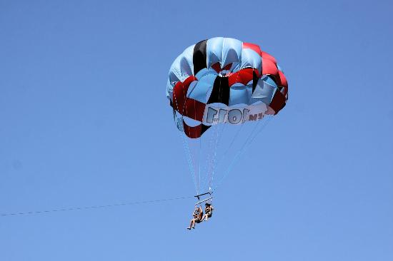 London Bridge Resort : One of the many fun past times available to visitors are the parasail rides taking passengers up