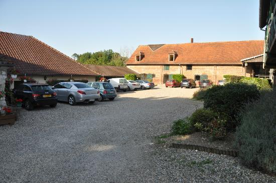 Hostellerie Le Clos du Moulin : Binnenkoer van het hotel