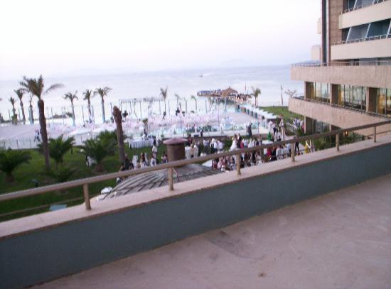 Sheraton Cesme Hotel Resort & Spa: Bilck vom Zimmer bzw. Balkon auf den Strand