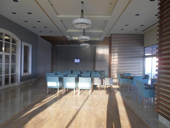 Kahya Resort Hotel: TV Saal mit mini TV