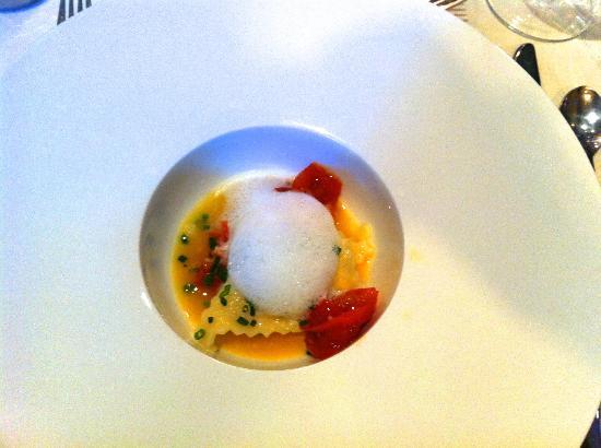 Restaurant Oskars : Trüffelravioli, Tomatenchutney, Percorino und Schnittlauch
