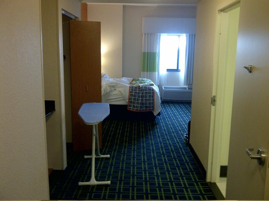 Fairfield Inn & Suites Miami Airport South : View of the room from entrance