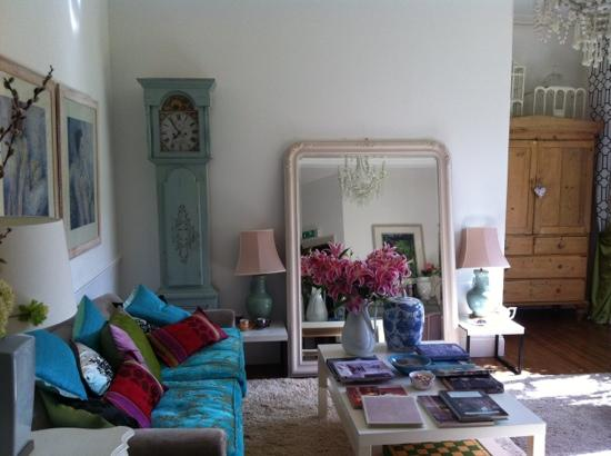 The Woodlands Hotel: guest living room