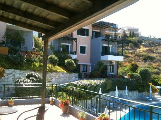 Erivolos Apartments: The pool Area