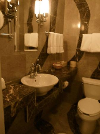 Roger Smith Hotel : bathroom