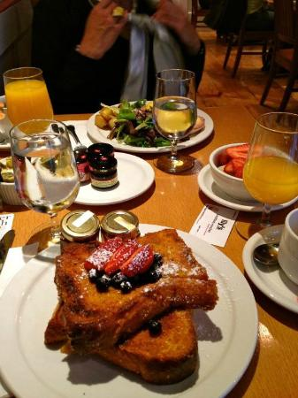 Roger Smith Hotel: breakfast