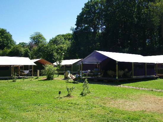 """Flower Camping la Chenaie: Bungalow toilés """"Free Flower"""""""