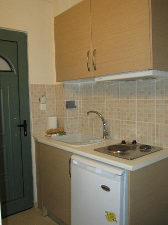 Anemolia Apartments: l'angolo cottura