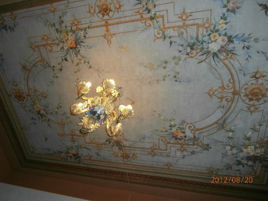 Palazzo Schiavoni: Affresco del soffitto della camera