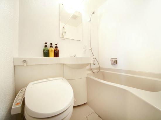 Vessel Inn Hiroshima-Ekimae : シングルルーム バスルーム