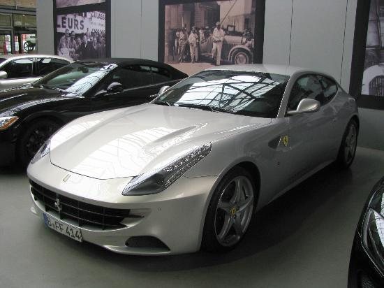 Classic Remise Berlin: Ferrari showroom