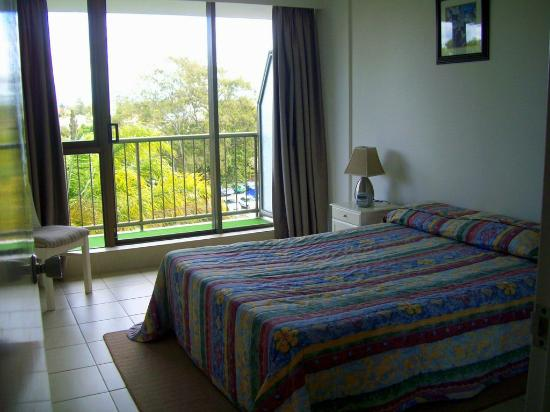 Anacapri Holiday Resort Apartments: Bedroom opening to large private balcony